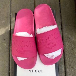 Fuchsia rubber Gucci slides size 36 new in a box